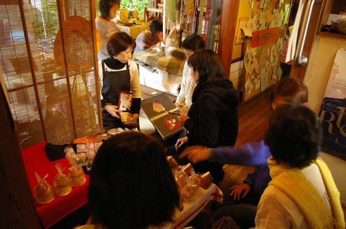 北鎌倉の神々大健闘!カジュ祭で16部販売_c0014967_165595.jpg