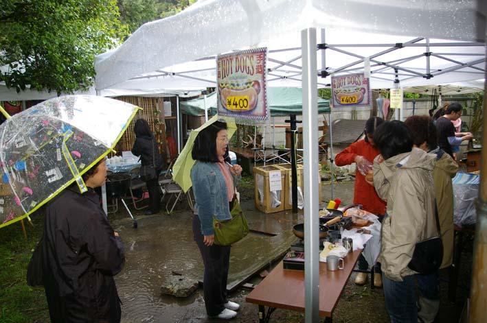北鎌倉の神々大健闘!カジュ祭で16部販売_c0014967_1664160.jpg