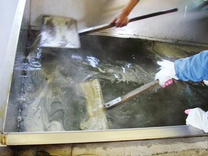 さとうきびの収穫と黒糖ができるまで_c0165185_17381229.jpg