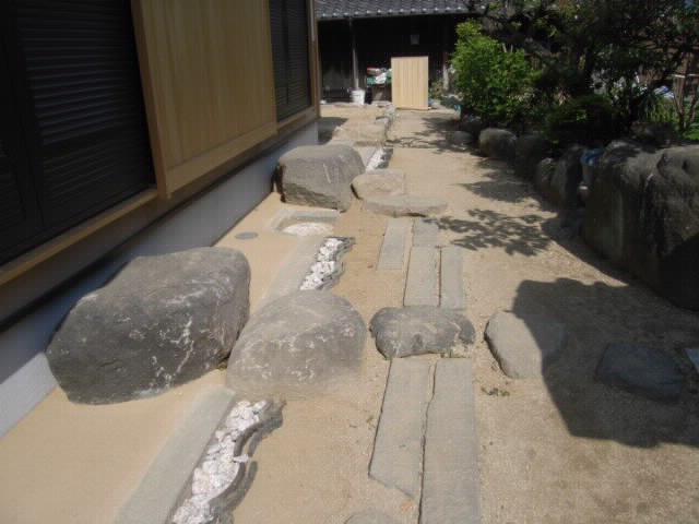 庭周りの石の整理 雑感  五月三日_f0052181_11183677.jpg