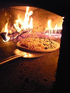 石釜であんこたっぷりのピザを焼く_c0053520_2341861.jpg