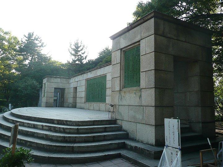 鶴舞公園普選壇(御誓文記念壇)_c0112559_2242528.jpg