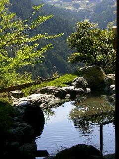 露天風呂と空をおよぐこいのぼり_d0133225_22525253.jpg