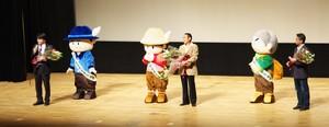丹沢はだの三兄弟公式デビュー!しかし、決定的な瞬間が!_c0171849_1921257.jpg