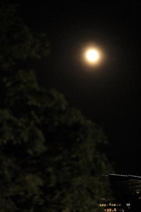 満月の夜でした_a0086851_23374172.jpg