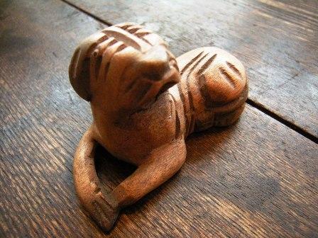 木彫りの犬_f0196455_163328.jpg