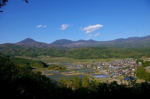 新緑に包まれる八ヶ岳 ~朝倉山城跡から~_d0102327_22462549.jpg