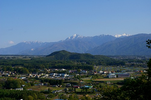 新緑に包まれる八ヶ岳 ~朝倉山城跡から~_d0102327_2248822.jpg