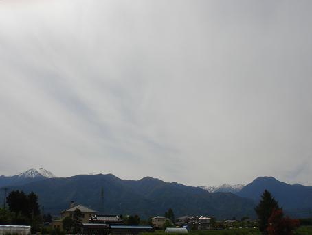 安曇野の金曜日の空は白い_a0014840_21304277.jpg