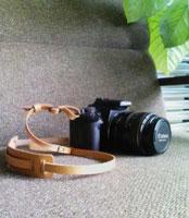 革のカメラストラップ_c0195883_1005545.jpg