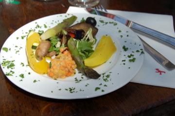 アンペルマンレストランで昼食/夕方はクラブのテラスで_c0180686_1551976.jpg