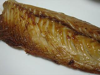さばの塩焼きとひじきの煮物_c0025217_1855590.jpg