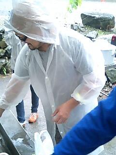 水場で洗い物をする白い男は_c0033210_744760.jpg