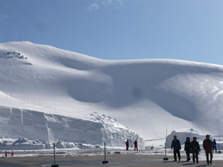 15mの雪壁にはさまれる_c0053520_16505856.jpg
