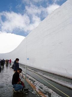 15mの雪壁にはさまれる_c0053520_18282397.jpg