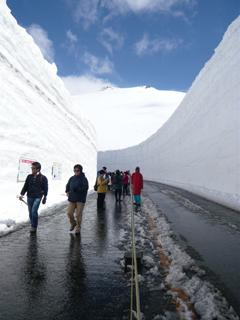 15mの雪壁にはさまれる_c0053520_18451870.jpg