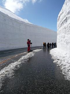15mの雪壁にはさまれる_c0053520_1854474.jpg