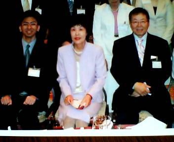 北海道知事とニトリ社長と記念撮影_b0106766_13394746.jpg