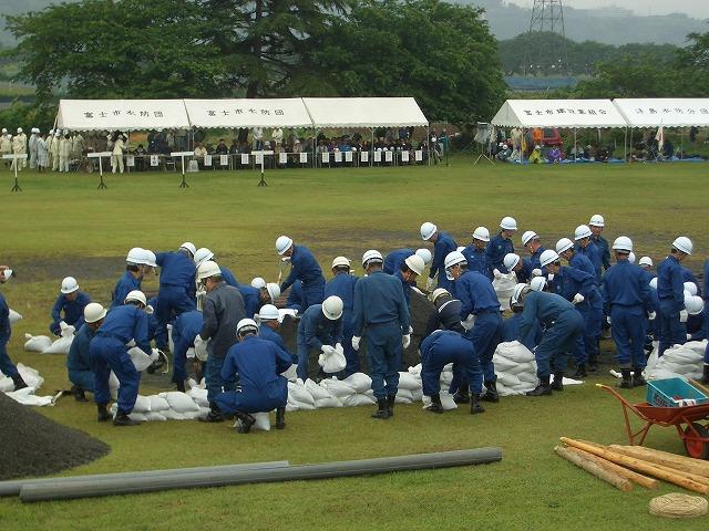 雨の中の水防訓練_f0141310_2337092.jpg