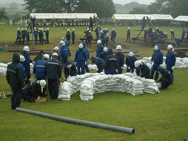 雨の中の水防訓練_f0141310_23383290.jpg