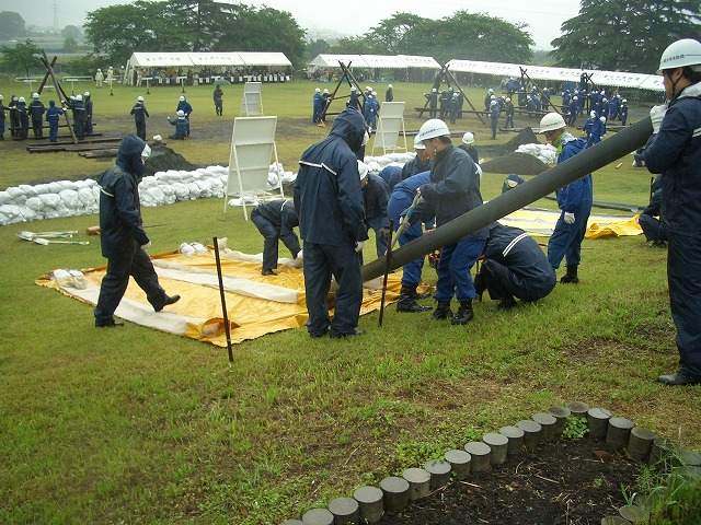 雨の中の水防訓練_f0141310_2338590.jpg