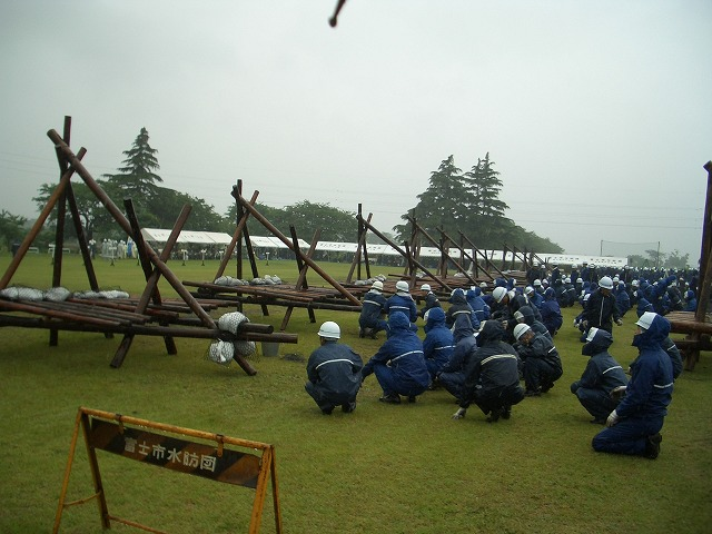 雨の中の水防訓練_f0141310_2340186.jpg