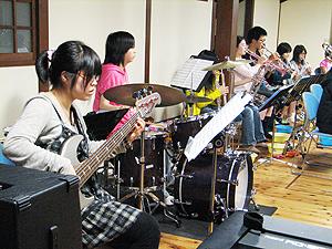 里山でジャズ音楽を楽しもう!_e0118827_2233041.jpg