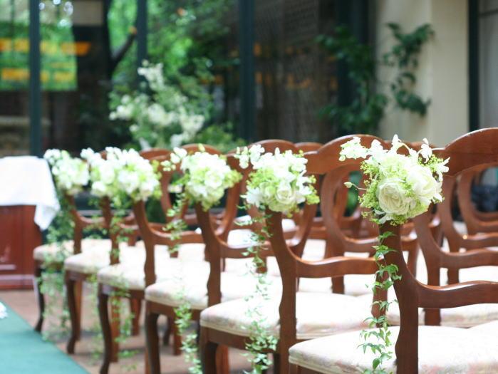 祭壇装花とチェアフラワー デンファレのレイとクラウン_a0042928_19572175.jpg