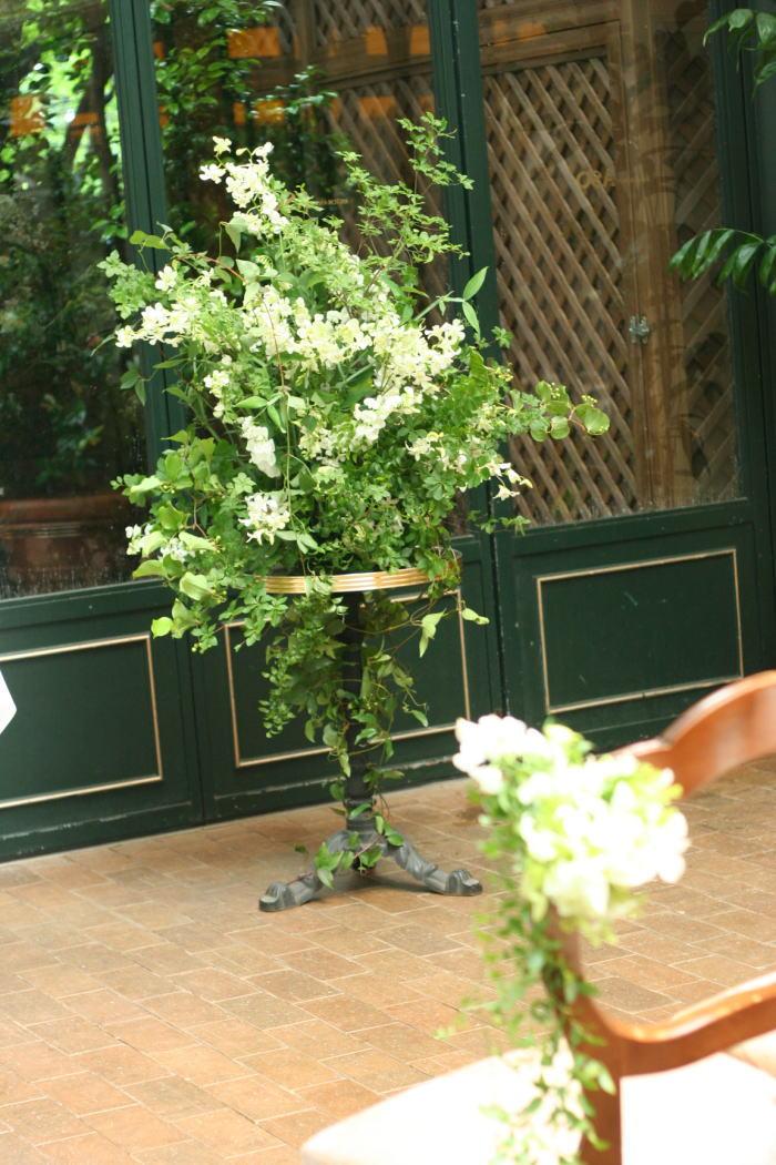 祭壇装花とチェアフラワー デンファレのレイとクラウン_a0042928_19573272.jpg