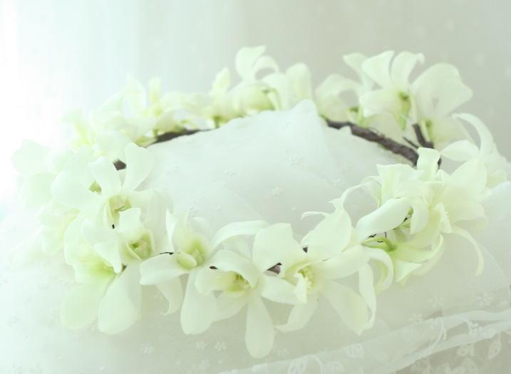 祭壇装花とチェアフラワー デンファレのレイとクラウン_a0042928_19574545.jpg