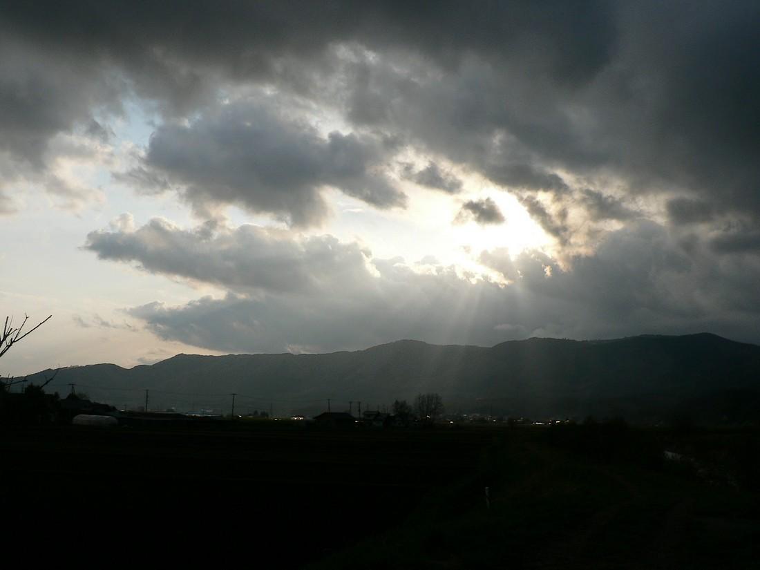 めまぐるしく変わる空模様を追ってみた_d0001843_19481157.jpg