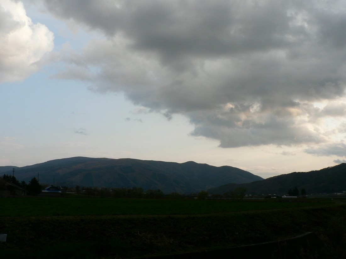 めまぐるしく変わる空模様を追ってみた_d0001843_19485517.jpg