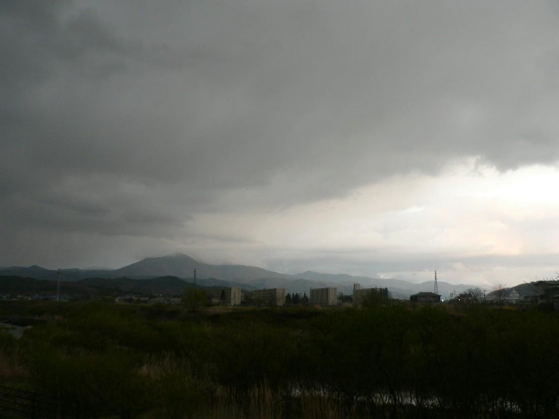 めまぐるしく変わる空模様を追ってみた_d0001843_19501417.jpg