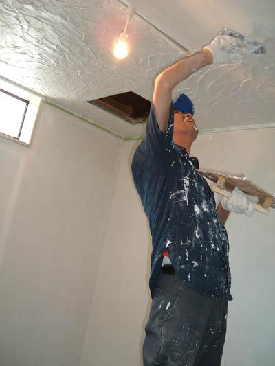 漆喰塗り 開始しました。_a0113127_22183824.jpg