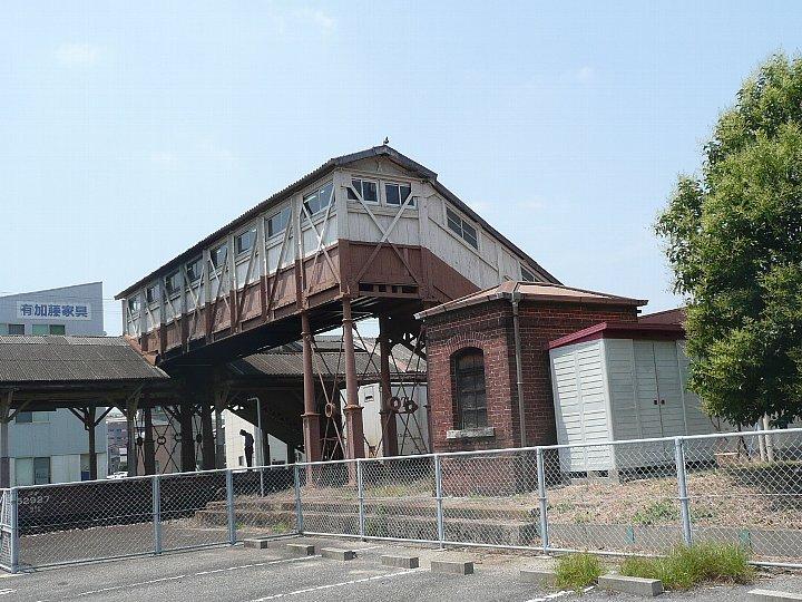 JR半田駅_c0112559_1425082.jpg