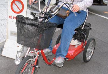 街を走っていた電動アシスト踏込式三輪自転車!_c0167961_221937.jpg
