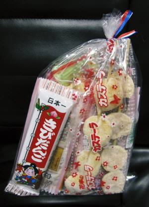 昔ながらの駄菓子屋さん_e0167795_2061198.jpg