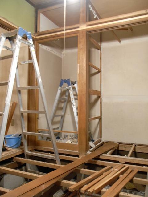 1階・スタジオ大改装 ―破壊―_b0170419_21402056.jpg