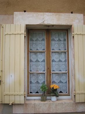 プロヴァンスの窓辺とお花_f0150936_2111064.jpg