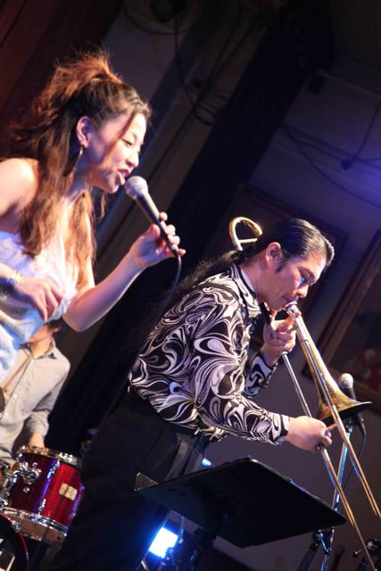 雲雷寺(大阪)ライブでの写真が届きました!_d0052485_22294199.jpg