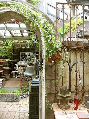 ヨーロッパの中庭から_f0134670_0222960.jpg