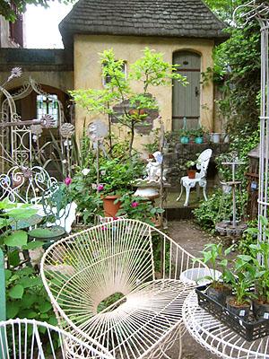 ヨーロッパの中庭から_f0134670_0224155.jpg