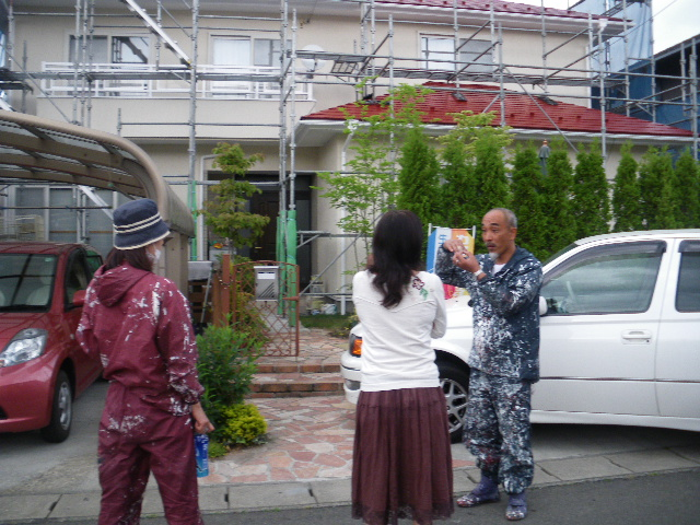屋根塗装工事5日目です。_c0186441_1475216.jpg