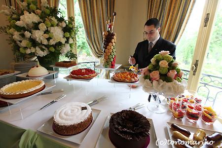 ウェディングケーキ食べ放題?!_c0024345_16573631.jpg