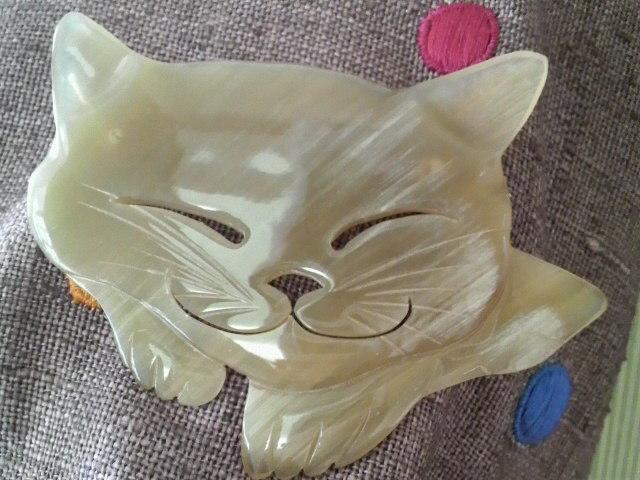 猫のブローチ_c0185356_19341241.jpg