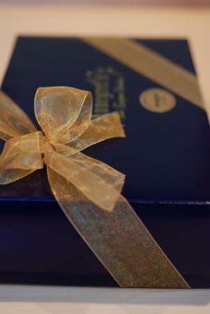 ケロウナから届いた「Annegret\'s」のチョコレート。_d0129786_13512093.jpg