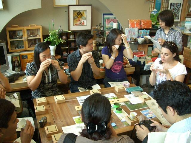 富士市の「まちの駅」を、アジアの若手知識人が視察_f0141310_23263755.jpg