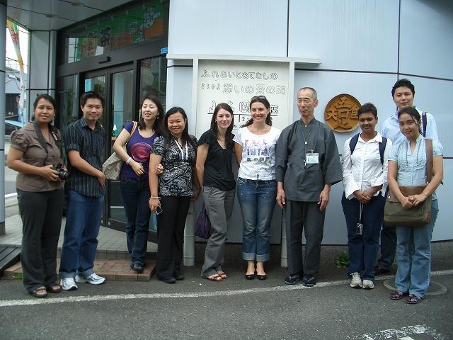 富士市の「まちの駅」を、アジアの若手知識人が視察_f0141310_2327245.jpg