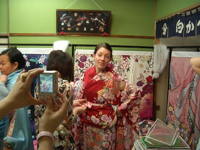 富士市の「まちの駅」を、アジアの若手知識人が視察_f0141310_2329657.jpg