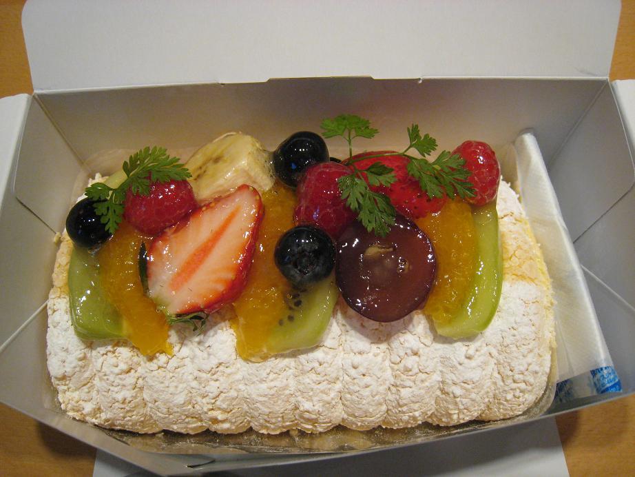 お客様から頂いたケーキ(感謝)_a0107574_1452724.jpg